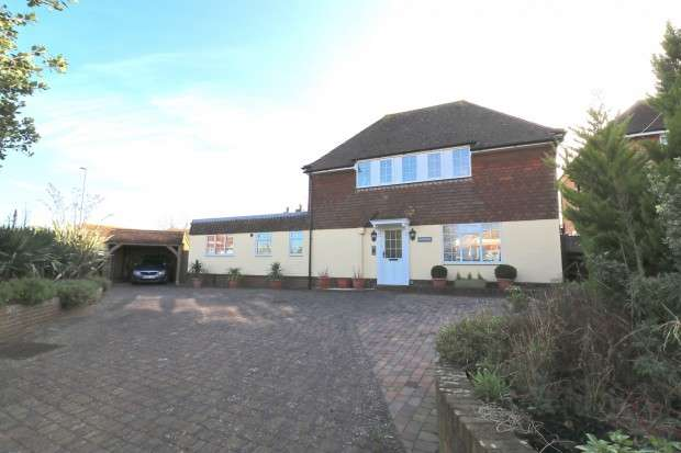 3 Bedrooms Detached House for sale in Dormers Wannock Road, Polegate, BN26