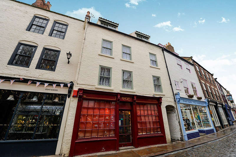 4 Bedrooms Flat for sale in Church Street, Whitby, YO22