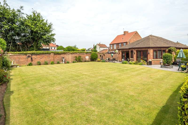 2 Bedrooms Detached Bungalow for sale in Doncaster Road, Brayton, Selby, YO8
