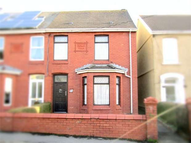 3 Bedrooms Semi Detached House for sale in Elkington Road, Burry Port, Carmarthenshire