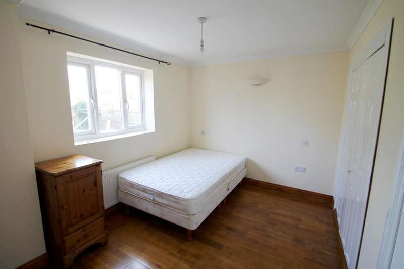 1 Bedroom Flat Share for rent in High Street, London Colney