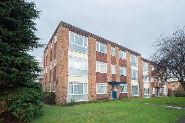 1 Bedroom Flat for sale in Mill Road, Epsom, Surey