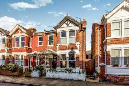 3 Bedrooms Semi Detached House for sale in Southsea, Hampshire, United Kingdom