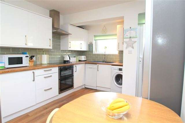3 Bedrooms Flat for sale in Bear Road, Brighton, BN2 4DB