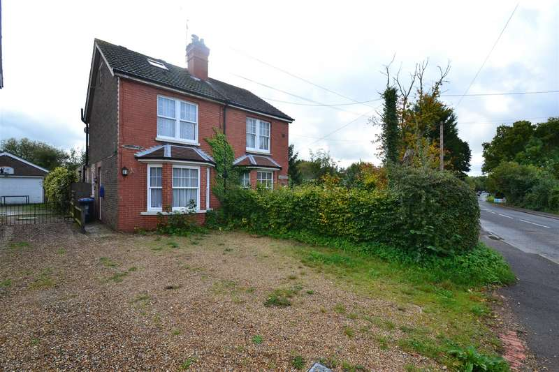 3 Bedrooms Semi Detached House for sale in Redehall Road, Smallfield