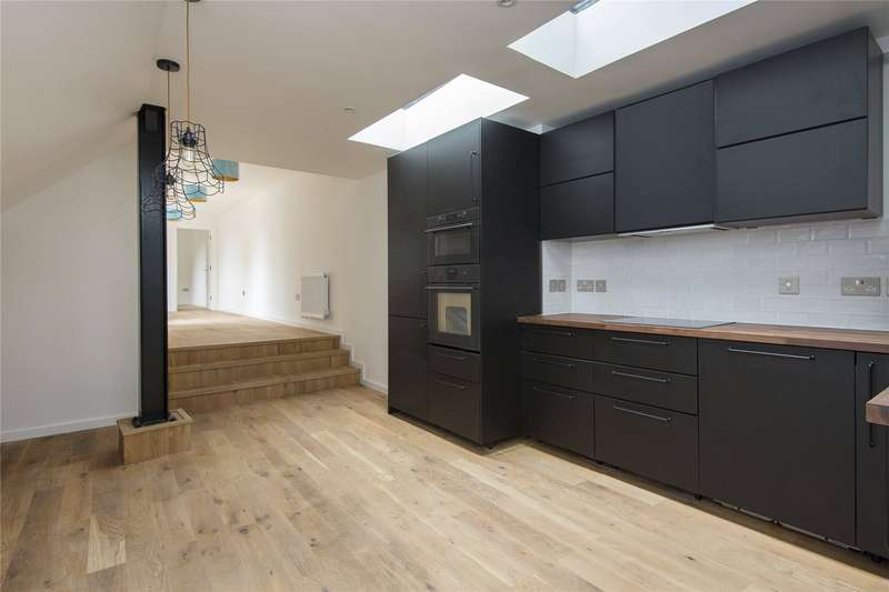 3 Bedrooms Flat for sale in Dalston Lane, Hackney, London, E8