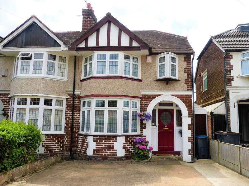 3 Bedrooms Semi Detached House for sale in Steel Road, Northfield B31