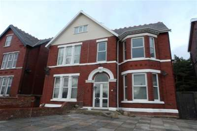 2 Bedrooms Flat for rent in Weld Road, Birkdale, Southport