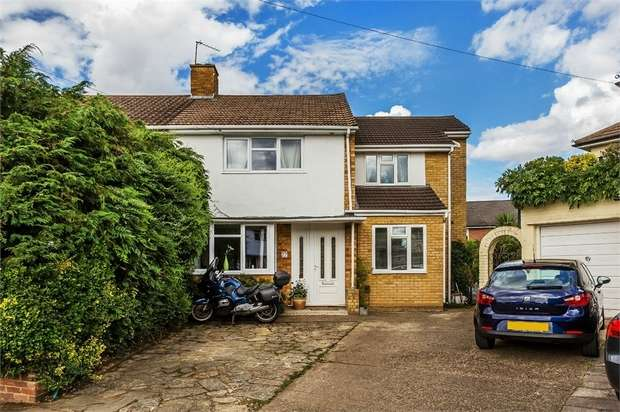 4 Bedrooms Semi Detached House for sale in Chalford Close, WEST MOLESEY, Surrey