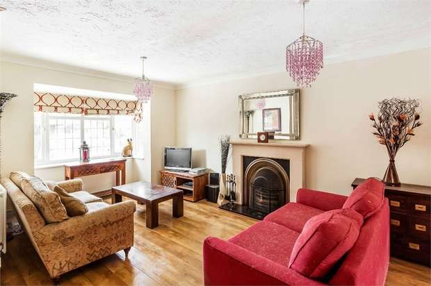 4 Bedrooms Detached House for sale in Regency Gardens, WALTON-ON-THAMES, Surrey