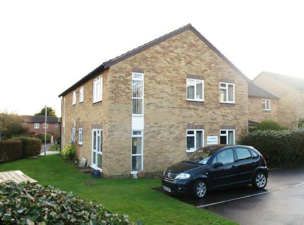 2 Bedrooms Flat for sale in Larks Meade, Lower Earley, Reading, RG6 5TA