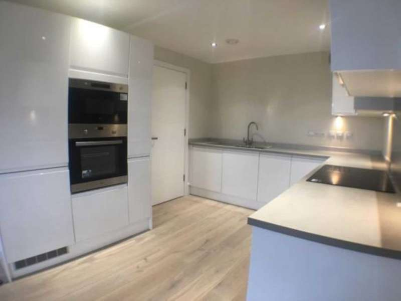 3 Bedrooms Apartment Flat for rent in Penthouse Apartment 55, The Dock Office, Trafford Way, Salford, M50 3XB
