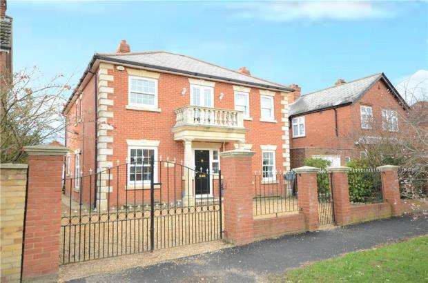4 Bedrooms Detached House for sale in Florence Road, College Town, Sandhurst