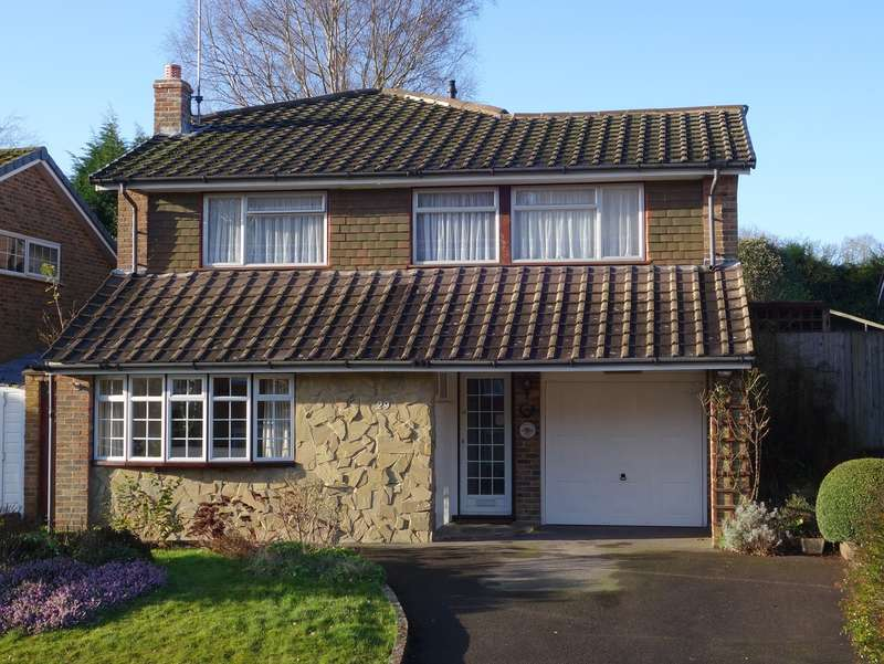 4 Bedrooms Detached House for sale in Forestfield, Horsham, West Sussex, RH13