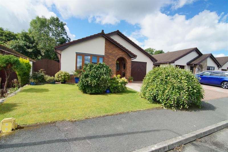 4 Bedrooms Detached Bungalow for sale in Ffordd Pen Y Maes, Trefnant