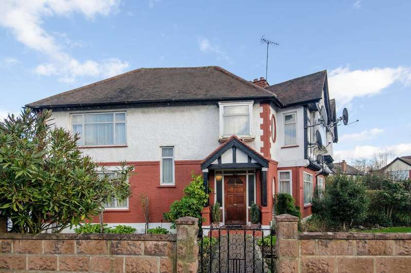 4 Bedrooms Semi Detached House for sale in Castleton Avenue, Wembley, HA9