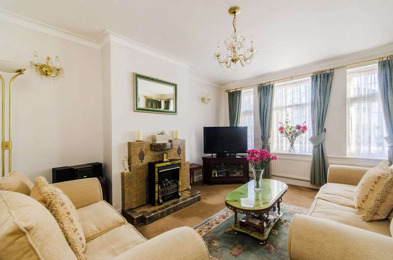 3 Bedrooms House for sale in Cayton Road, Greenford, UB6