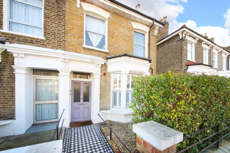 2 Bedrooms Flat for sale in Foxberry Road London SE4