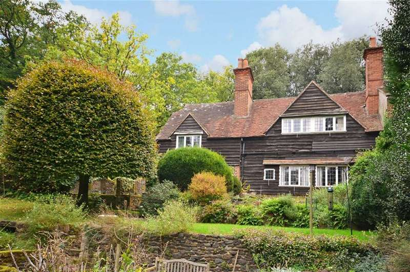 3 Bedrooms Semi Detached House for sale in Greenhill Road, Farnham