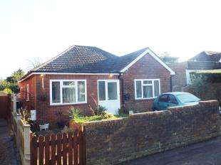 3 Bedrooms Bungalow for sale in Village Green Avenue, Biggin Hill, Westerham, Kent