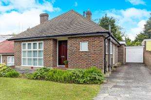 3 Bedrooms Bungalow for sale in Steyning Close, Kenley, Surrey