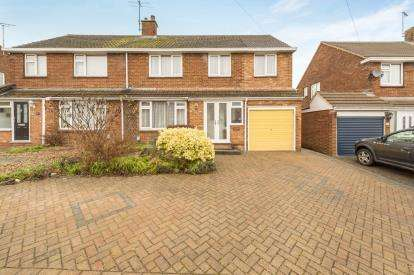 4 Bedrooms Semi Detached House for sale in Hadrian Avenue, Dunstable, Bedfordshire