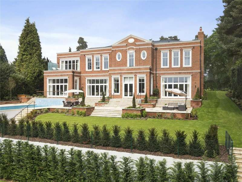 5 Bedrooms Detached House for sale in Brooks Close, St. George's Hill, Weybridge, Surrey, KT13