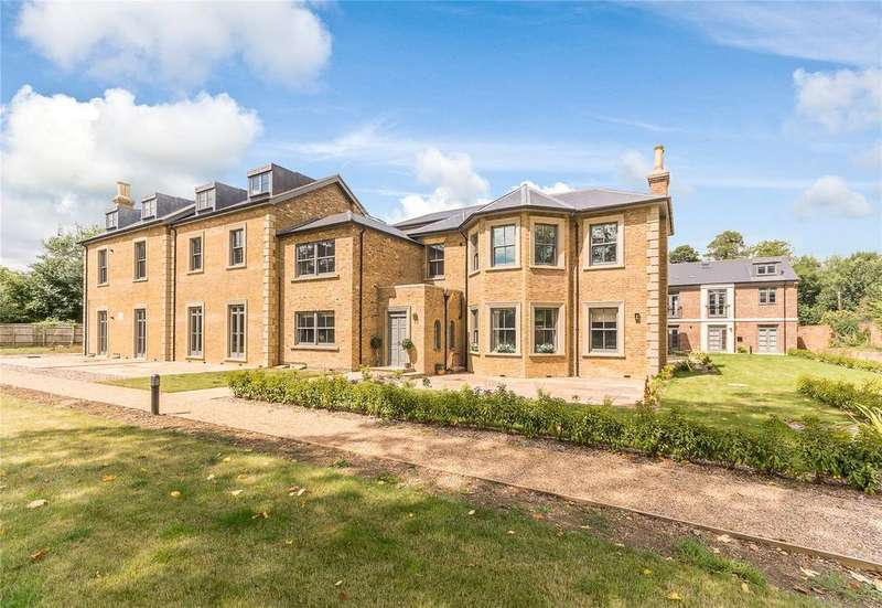 2 Bedrooms Flat for sale in Crown House, Crown Drive, Farnham Royal, Slough, SL2