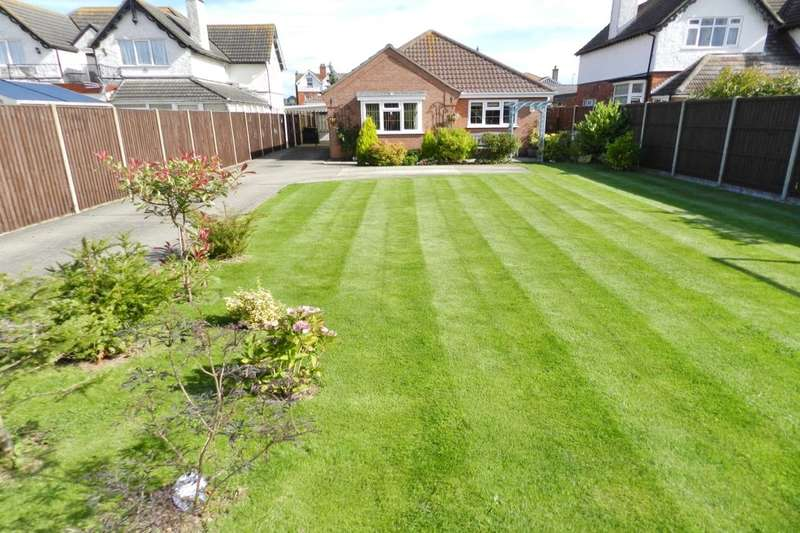 3 Bedrooms Detached Bungalow for sale in Park Road, Sutton-On-Sea, Mablethorpe, LN12