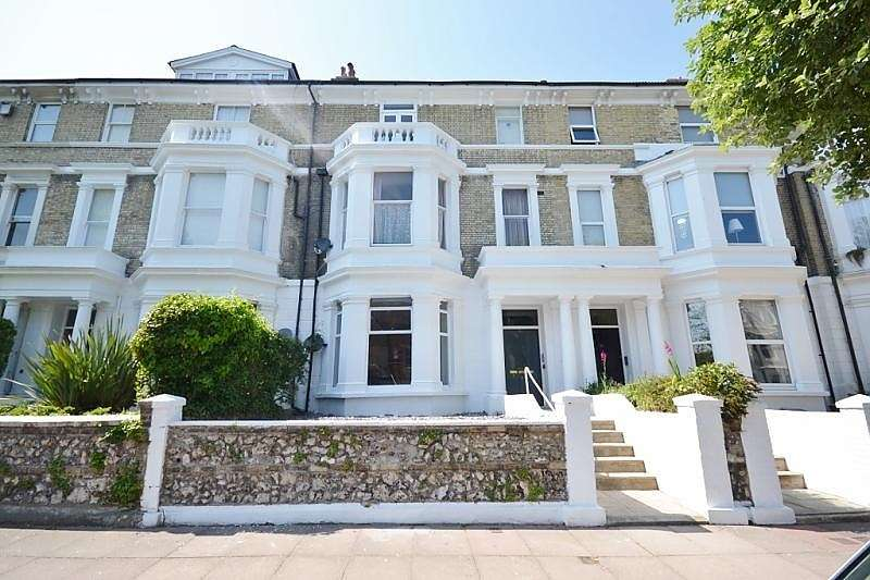 2 Bedrooms Flat for rent in Enys Road, Eastbourne, BN21