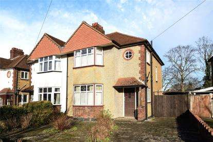 3 Bedrooms Semi Detached House for sale in Beverley Road, Bromley