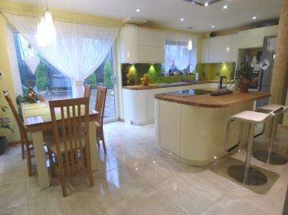 3 Bedrooms Semi Detached House for sale in Thistlecroft, Ingol, Preston, Lancashire