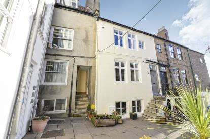2 Bedrooms Terraced House for sale in Halls Place, Flowergate, Whitby, North Yorkshire