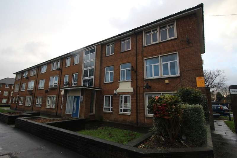3 Bedrooms Flat for sale in Stonyhurst Road, Blackburn, BB2