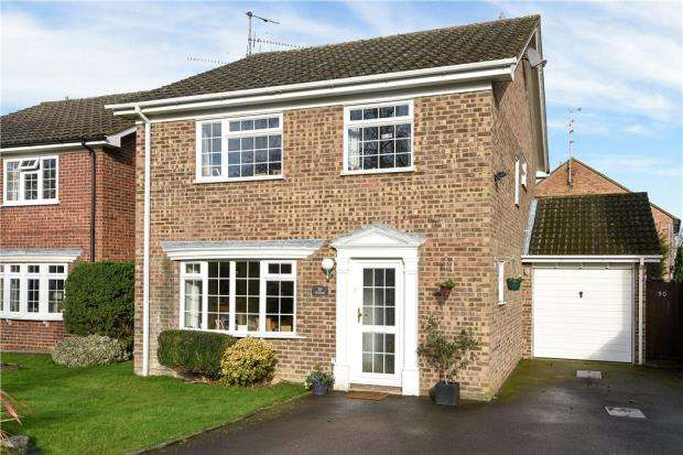 4 Bedrooms Detached House for sale in Hilfield, Yateley, Hampshire