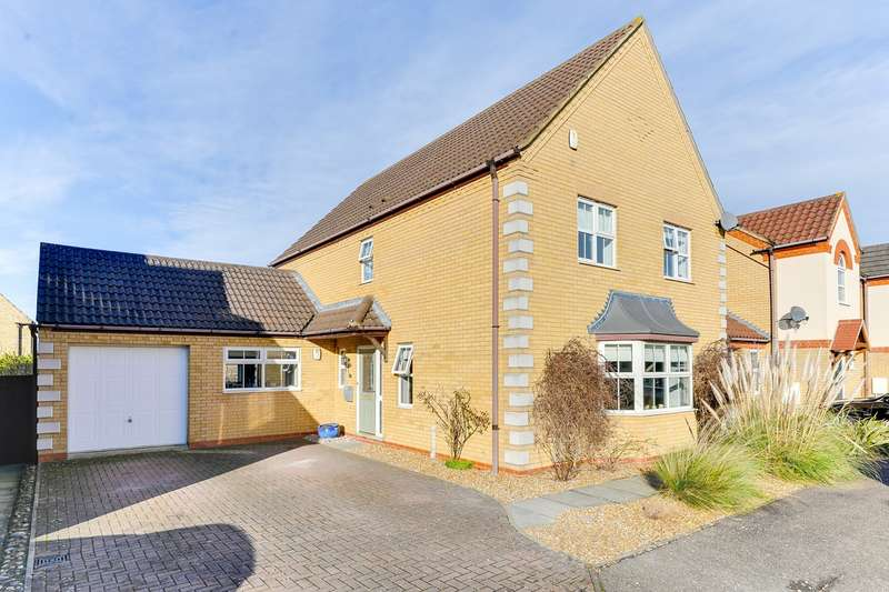 4 Bedrooms Detached House for sale in Quail Walk, Royston, SG8