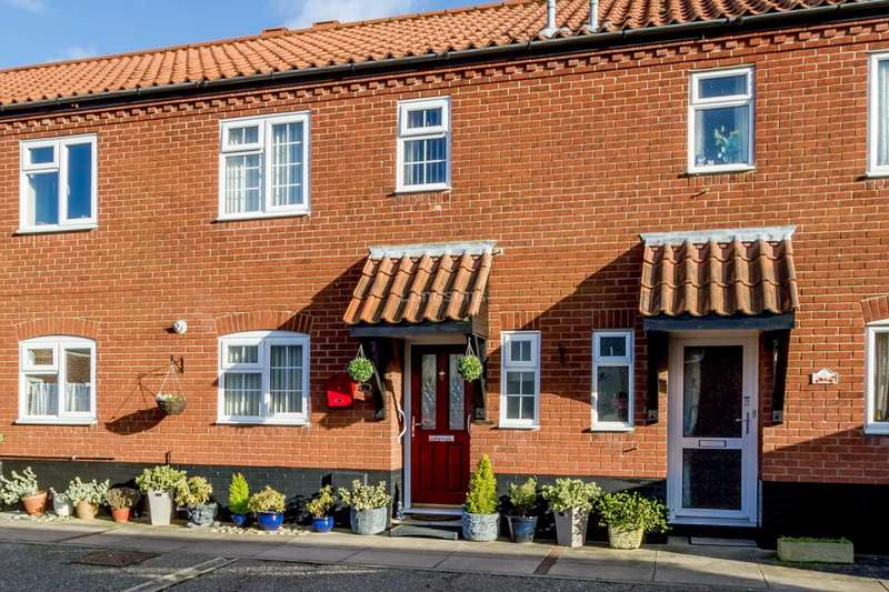 3 Bedrooms Terraced House for sale in St Johns Court, Swaffham