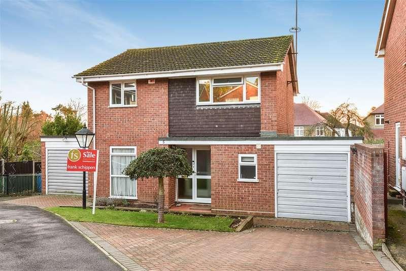 4 Bedrooms Detached House for sale in Maxine Close, Sandhurst
