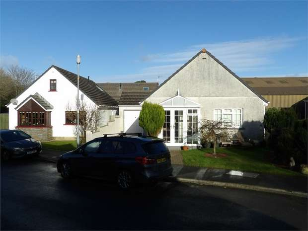 3 Bedrooms Detached Bungalow for sale in St Annes Drive, New Hedges, Tenby, Pembrokeshire