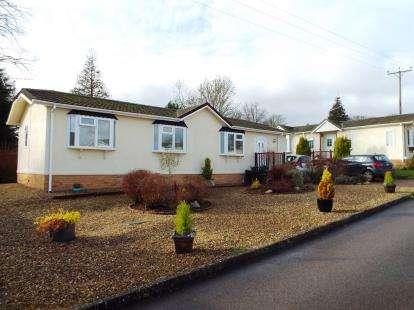 2 Bedrooms Mobile Home for sale in Lodge Park, Langham, Oakham, Rutland