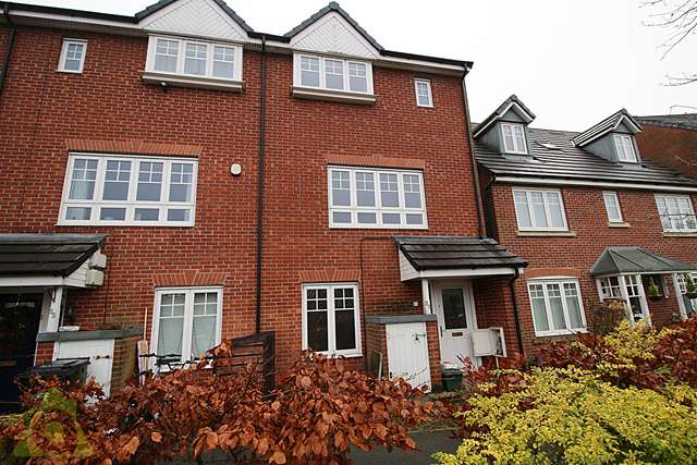 4 Bedrooms Semi Detached House for sale in Evergreen Avenue, Horwich, BL6