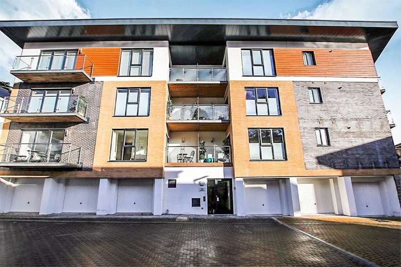 2 Bedrooms Flat for sale in Clock Tower Court, Duporth, St. Austell, PL26