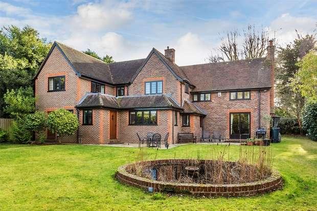 5 Bedrooms Detached House for sale in Hook Heath, Woking, Surrey