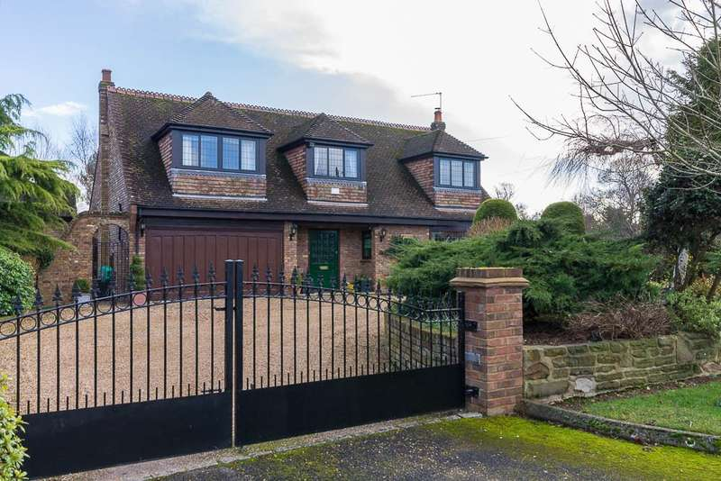 4 Bedrooms Detached House for sale in Brookside Avenue, Wraysbury, TW19
