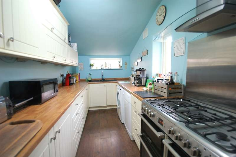 4 Bedrooms Terraced House for sale in Cunliffe Road, Blackpool