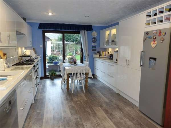 5 Bedrooms Detached House for sale in Roebuck Close, Steynton, Milford Haven, Pembrokeshire