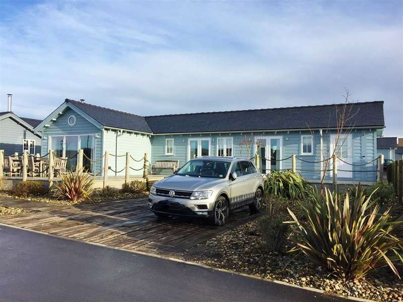 3 Bedrooms Bungalow for sale in Blue Anchor Way, The Bay, FIley