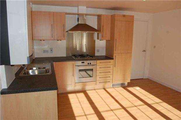 2 Bedrooms Flat for sale in Foxley Lane, PURLEY, Surrey, CR8 3ED