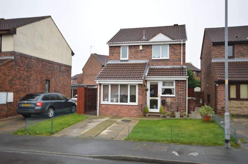 3 Bedrooms Detached House for sale in Fernleigh Court, Thornes, Wakefield
