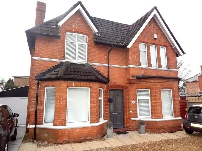 4 Bedrooms Detached House for sale in Holdenhurst Road